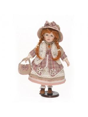 Porcelánová bábika s ryšavými vlasmi