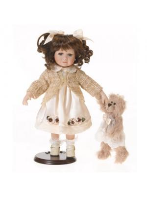 Porcelánová bábika s medveďom