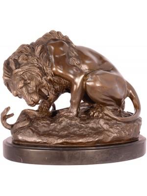 Bronzová socha - lev