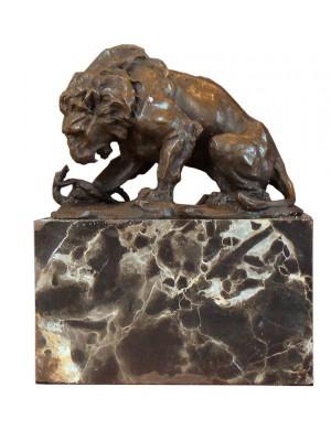 Bronzová socha lev